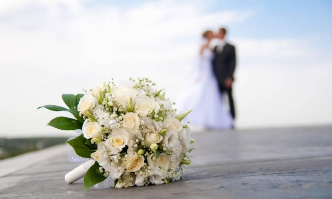 Έπαθαν ΣΟΚ οι γονείς της νύφης όταν έλαβαν το προσκλητήριο του γάμου - Ακόμα να... συνέλθουν!