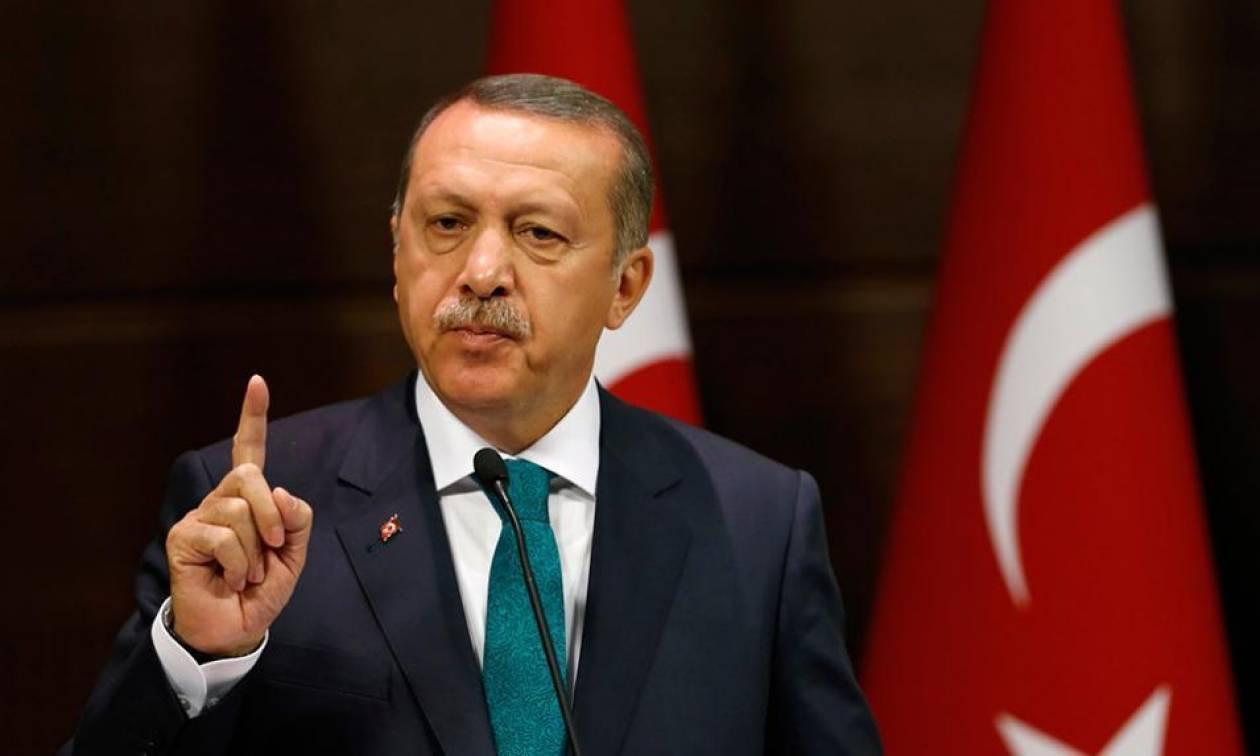 Σε ρόλο δικτάτορα ο Ερντογάν: Κόβει τη λέξη «Τουρκία» από φορείς και ενώσεις της γείτονος