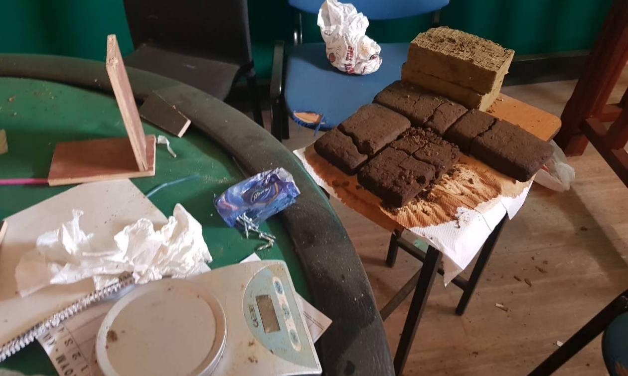 Κρήτη: Έστησαν εργαστήριο ναρκωτικών μέσα σε καφενείο! (photos)