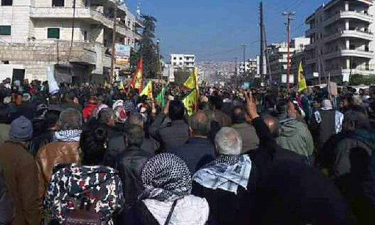 Συρία: Εκατοντάδες Κούρδοι συρρέουν στην Αφρίν κατά των τουρκικών επιχειρήσεων