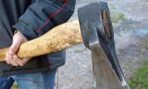Βόλος: Δολοφονική επίθεση με τσεκούρι για ένα... κούτσουρο