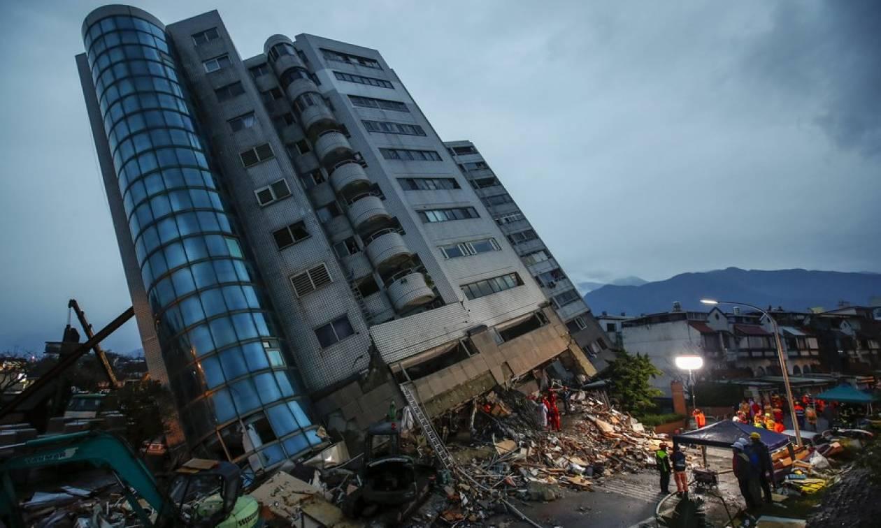 Σεισμός Ταϊβάν: Ισχυροί μετασεισμοί έχουν καθηλώσει τα σωστικά συνεργεία – Φόβοι για δεκάδες νεκρούς
