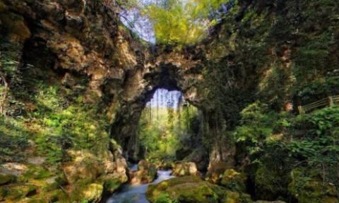 Κατέρρευσε το Θεογέφυρο, ένα σπάνιο μνημείο της φύσης στην Ήπειρο (pics)