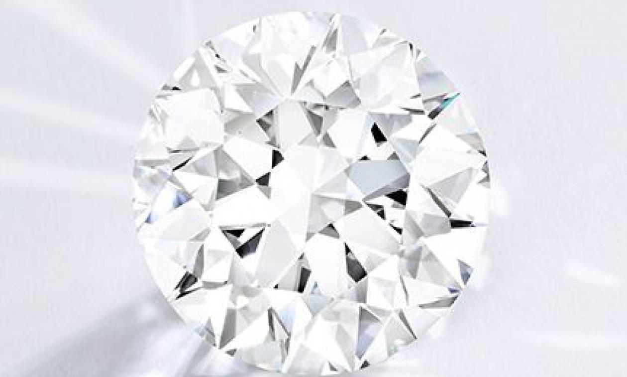 Βρετανία: Σε δημοπρασία το πιο σπάνιο λευκό διαμάντι!