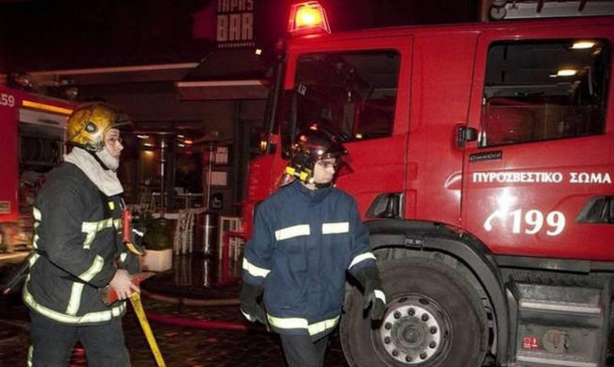 Στις φλόγες μονοκατοικία στον Άλιμο - Εντοπίστηκε άτομο χωρίς τις αισθήσεις του