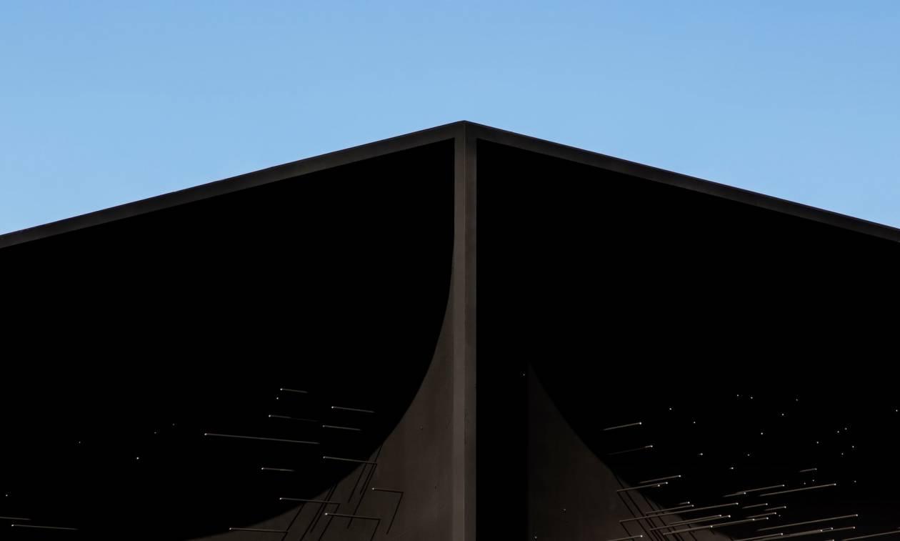 Πιο μαύρο από το μαύρο: Αυτό είναι το πιο σκοτεινό κτήριο στον πλανήτη (Pics)