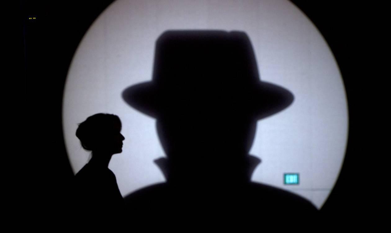 Στο φως σκοτεινά παιχνίδια κατασκοπείας και κυβερνοπολέμου στις ΗΠΑ: Τι αποκάλυψε ο Ρώσος κατάσκοπος