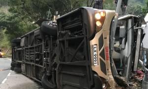 Τραγωδία στο Χονγκ Κονγκ με ανατροπή λεωφορείου – Τουλάχιστον 19 νεκροί (Pics)