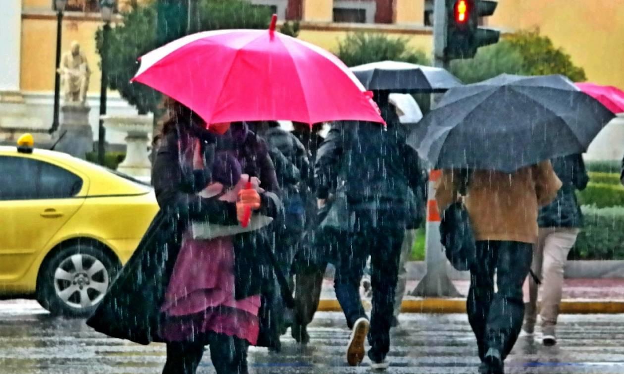 Καιρός - Άνοιξαν οι ουρανοί: Βρέχει με το… τουλούμι στην Αθήνα (pics)