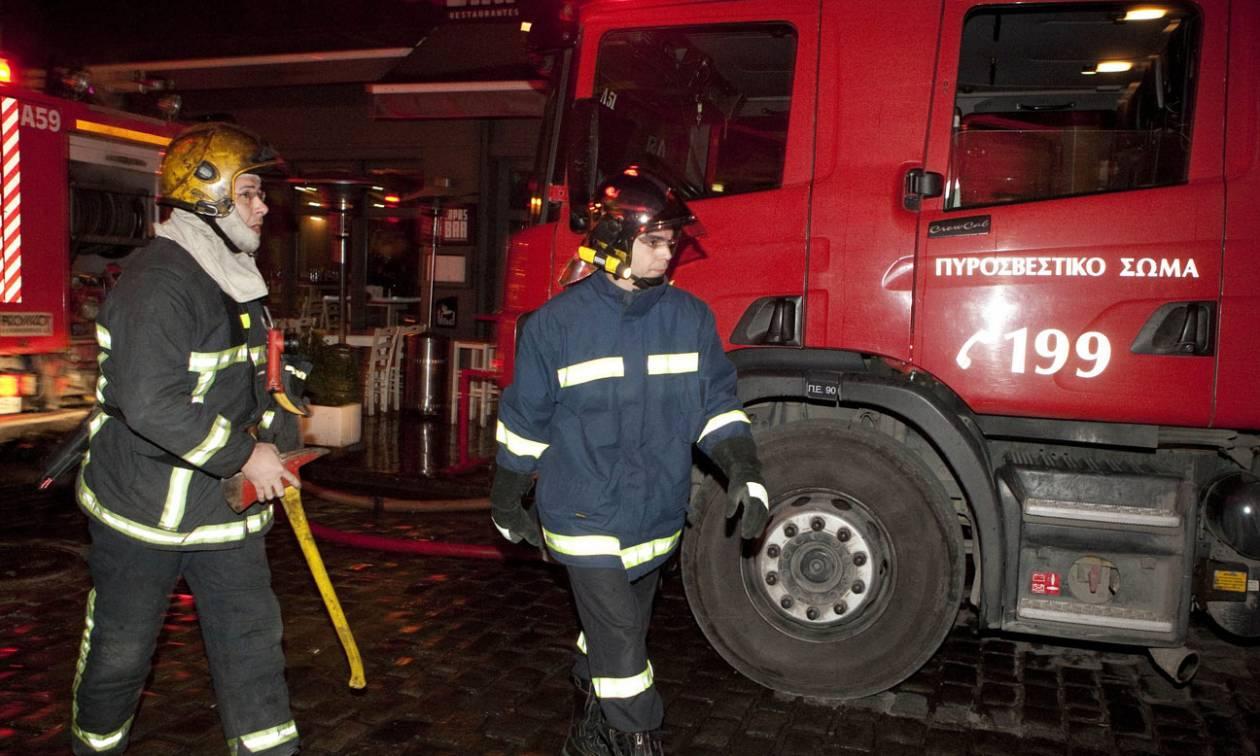 Θεσσαλονίκη: Στις φλόγες τυλίχθηκε σπίτι στα Βασιλικά - Ολοκληρωτική καταστροφή