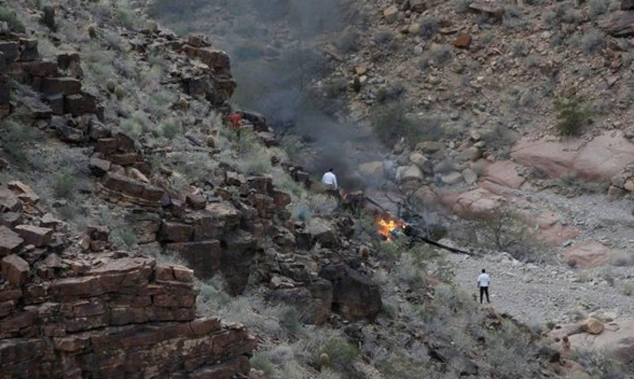 Τραγωδία στο Γκραντ Κάνιον: Συνετρίβη ελικόπτερο που μετέφερε τουρίστες – Τρεις νεκροί (pics)