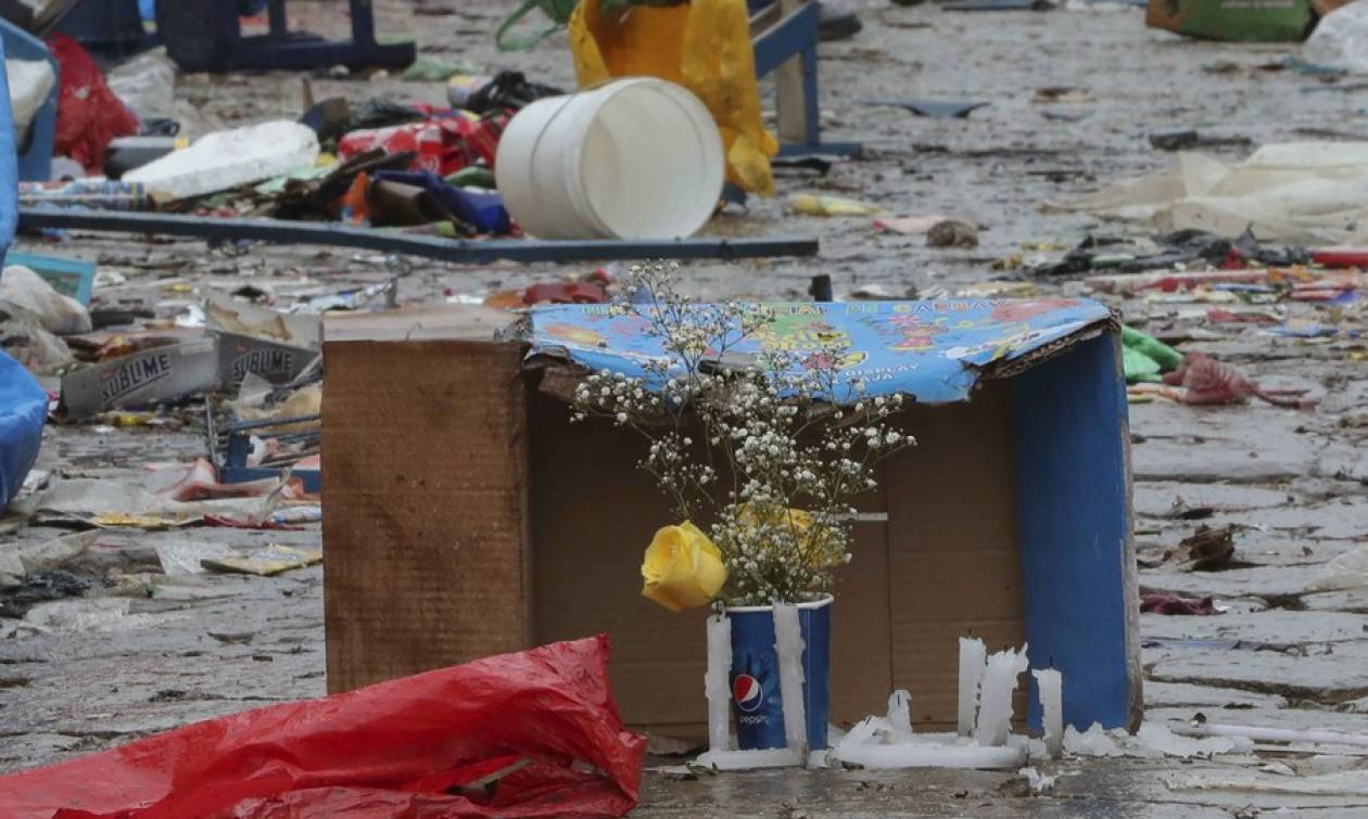 Μακελειό σε καρναβάλι από έκρηξη - Οκτώ νεκροί (pics)
