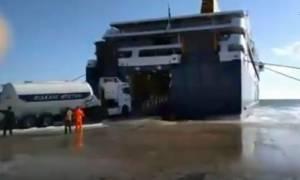 Κακοκαιρία: Aπίστευτη μάχη του Blue Star Delos με τεράστια κύματα (video)