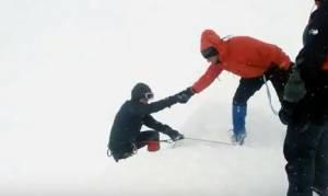 Καρέ - καρέ η στιγμή της ανάσυρσης των νεκρών ορειβατών στο Καϊμακτσαλάν