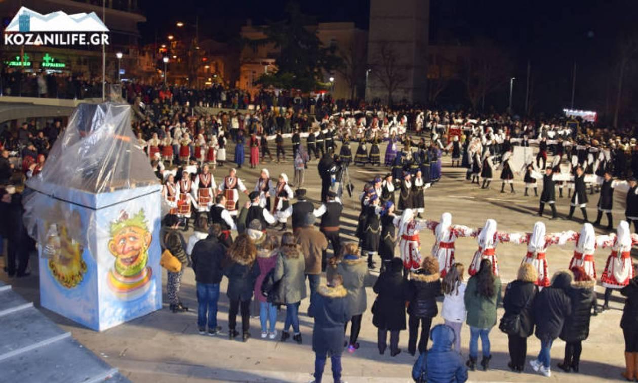 «Σεισμός» στην Κοζάνη: Μακεδονία ξακουστή στην κεντρική πλατεία - Συγκίνηση (φωτογραφίες)
