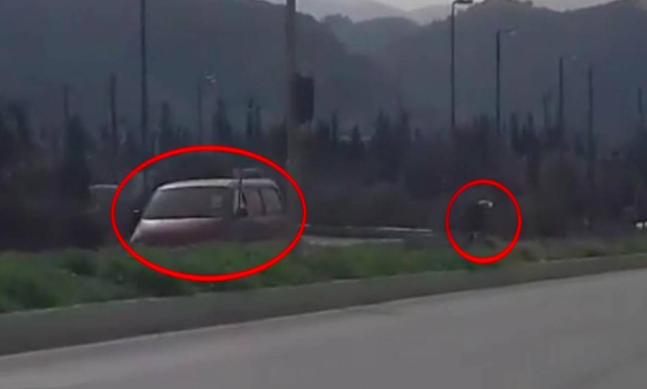 Κρητικός οδηγός παρκάρει το φορτηγάκι του στην λωρίδα ταχείας κυκλοφορίας για να μαζέψει χόρτα (vid)