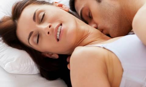 Τι σκέφτεται μια γυναίκα όταν είστε στο... κρεβάτι;