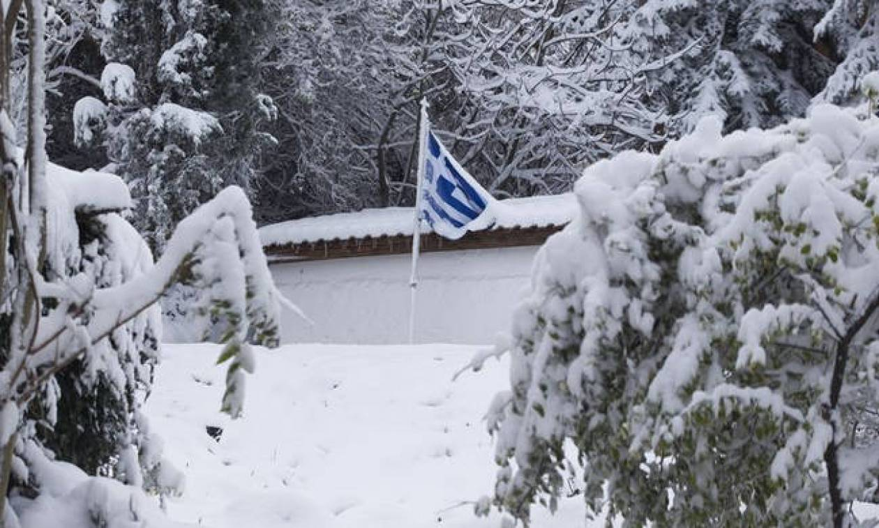 Έκτακτο δελτίο επιδείνωσης καιρού: Καταιγίδες και χιόνια τις επόμενες ώρες - Πού θα «χτυπήσουν»