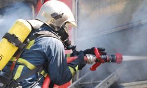 Τραγωδία στον Κολωνό – Ένας νεκρός από φωτιά σε αποθήκη