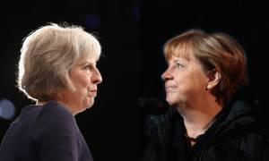 Εσπευσμένα στη Γερμανία μεταβαίνει η Τερέζα Μέι: Θα συναντηθεί με την Άνγκελα Μέρκελ