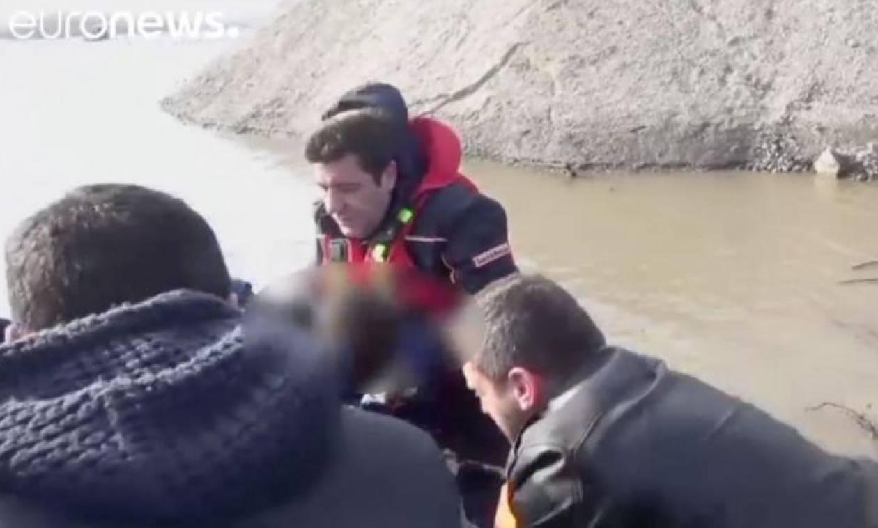 Πολύ σκληρές εικόνες: Τουρκάλα δασκάλα με τα δυο παιδιά της πνίγηκαν στον Έβρο