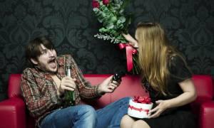Άγιος Βαλεντίνος: Αυτά είναι τα 10 πιο ΑΝΤΡΙΚΑ δώρα για να κάνουν οι γυναίκες!