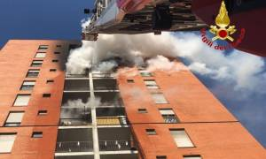Μιλάνο: Μεγάλη πυρκαγιά σε πολυκατοικία - Επτά άνθρωποι μεταφέρθηκαν στο νοσοκομείο (pics)