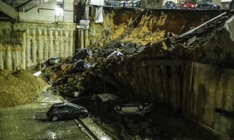 Ρώμη: Απίστευτες εικόνες - Άνοιξε η γη και «κατάπιε» οκτώ αυτοκίνητα!