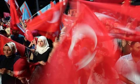Τουρκία: Ισόβια κάθειρξη σε τρεις δημοσιογράφους