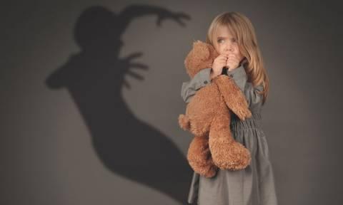 Πώς θα αντιμετωπίσετε τις φοβίες του παιδιού