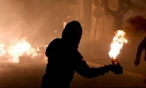 Επιθέσεις με βόμβες μολότοφ κατά των ΜΑΤ στο Πολυτεχνείο
