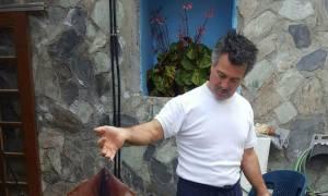Καθαρά Δευτέρα: Το καλαμάρι της χρονιάς πιάστηκε στα Χανιά με τον πιο απίθανο τρόπο (pics)