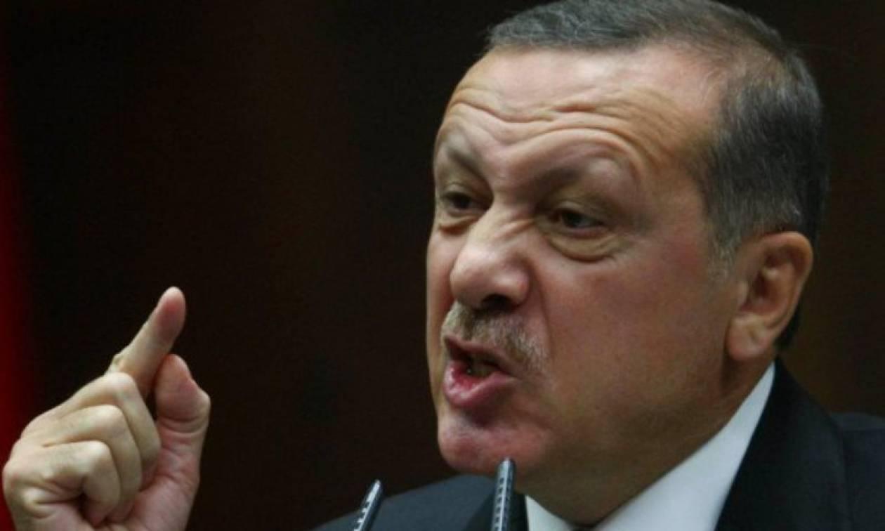 Ο Ερντογάν ζητά να διαγραφούν δημοσιεύσεις Έλληνα γραφίστα