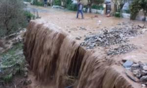 Κακοκαιρία - Χανιά: προβλήματα από την ισχυρή βροχόπτωση - Πλημμύρισαν σπίτια, έκλεισαν δρόμοι