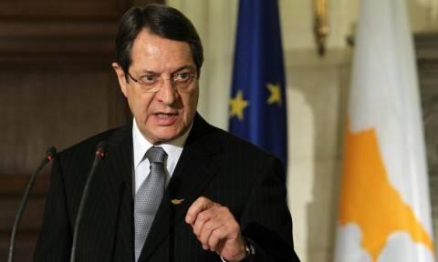 Δύσκολη νύχτα στην Κύπρο: Μπαράζ συσκέψεων υπό τον Αναστασιάδη για τις εξελίξεις στην ΑΟΖ