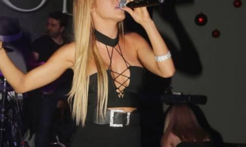 Ελληνίδα τραγουδίστρια άλλαξε λουκ και μας… κόλασε!