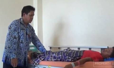 Σοκαριστικό! Άφωνοι οι γιατροί -14χρονος από την Ινδονησία ισχυρίζεται ότι γεννάει... (Photos+Video)