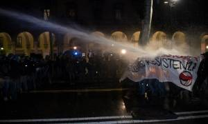 Ιταλία: Σοβαρά επεισόδια σε αντιφασιστική διαδήλωση στο Τορίνο (video)