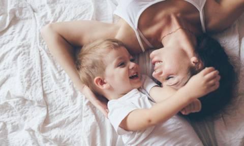 Πότε μιλάμε σε ένα υιοθετημένο παιδί για τους βιολογικούς του γονείς