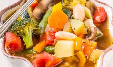 Σούπα λαχανικών. Η υγιεινή επιλογή για την περίοδο της νηστείας