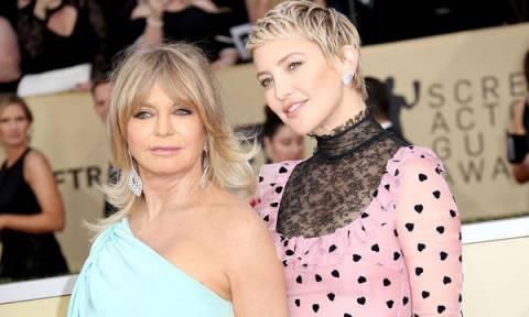 Διάσημες κόρες αποκαλύπτουν την αλήθεια: Πώς είναι να μεγαλώνεις με διάσημη μαμά;
