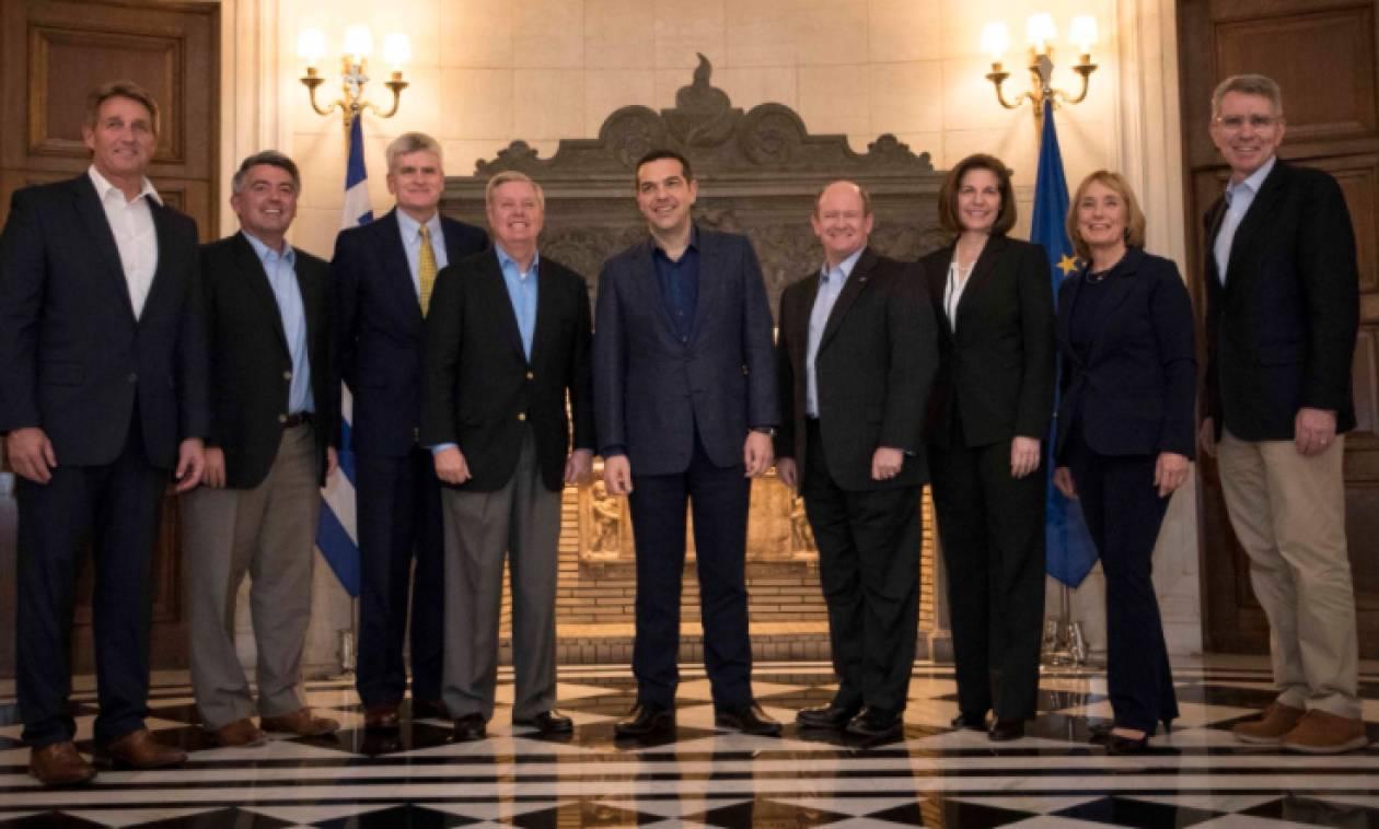 Επαφές Τσίπρα με γερουσιαστές του αμερικανικού Κογκρέσου