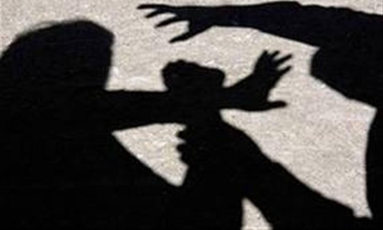 ΣΟΚ στην Πάτρα: Την πλάκωσε στο ξύλο στη μέση του δρόμου