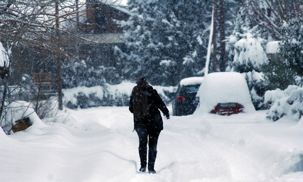 Καιρός σήμερα: Συνεχίζεται η κακοκαιρία και την Τρίτη με χιόνια και ισχυρές βροχές (pics)