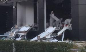 Έκρηξη ισοπέδωσε κατάστημα υφασμάτων στη Λεωφόρο Βουλιαγμένης (photos)