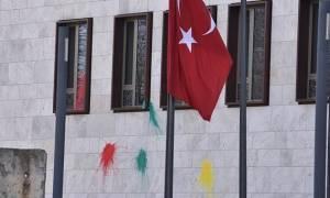 Επίθεση με μπογιές και βόμβα καπνού στην τουρκική πρεσβεία στο Βερολίνο (pics+vid)