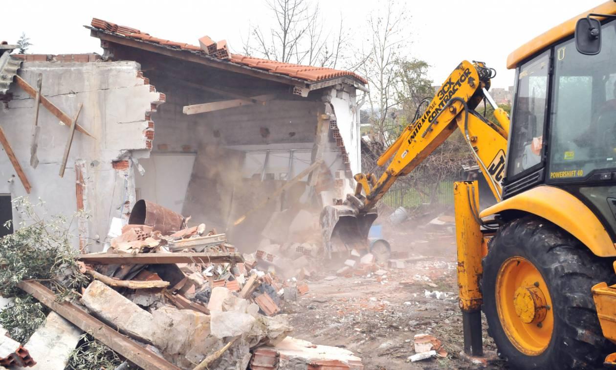 Κατεδαφίζουν σπίτια στην Πάτρα - Δείτε γιατί