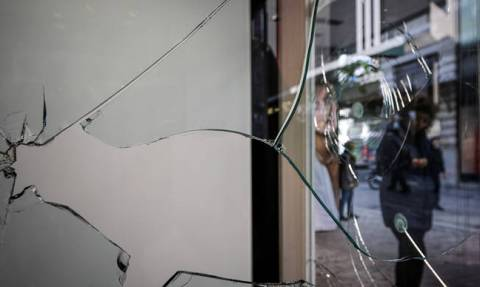 Assailants cause damage at stores on Ermou street