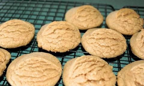 Συνταγή για νηστίσιμα μπισκότα κανέλας, έτοιμα μέσα σε 15 λεπτά