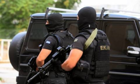 Counter-terrorism squad on trail of alleged far-right criminal group, detains six